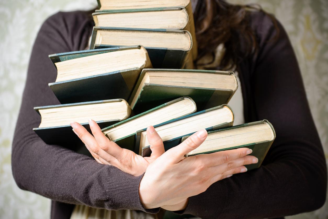 стулом картинки изображение книг людей каждого нас