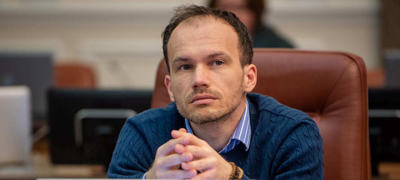 Денис Малюська : фото, биография, досье